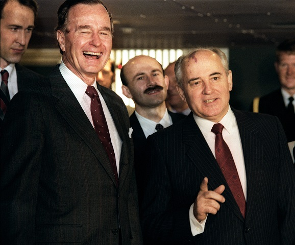 Image: US President George Bush (L) laughs 02 D